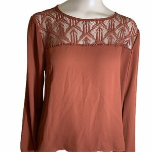 5/25 Lily White Long Sleeve Top w. Lacy Neckline